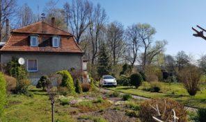 Dworek w Bodzanowicach z pięknym ogrodem